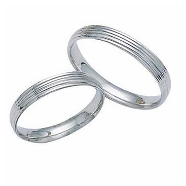 950 Platinum His & Hers Classic Wedding Band Set 004