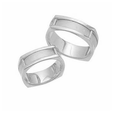 950 Platinum His & Hers Classic Wedding Band Set 024
