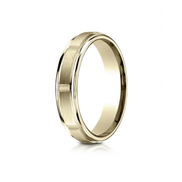 18k Yellow Gold 4mm Comfort-Fit Satin-Finished 8 High Polished Center Cuts and Round Edge Carved Design Band
